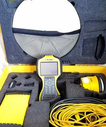 Trimble-SPS985-with-TSC3.jpg